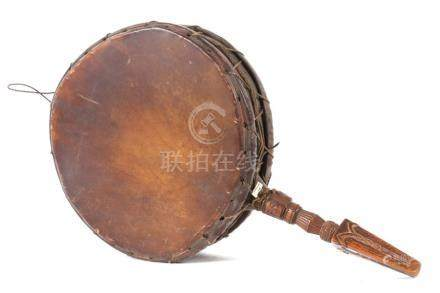 MusikinstrumentNepal, wohl 1. Hälfte 20. Jh., Holz/Leder, trommelartiges Instrument mit