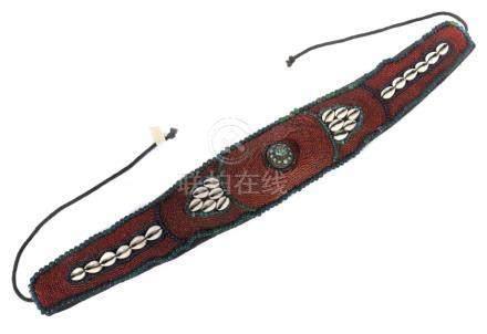 GürtelNepal, wohl Mitte 20. Jh., Baumwolle reich bestickt mit dunkelroten und blauen Glasperlen,