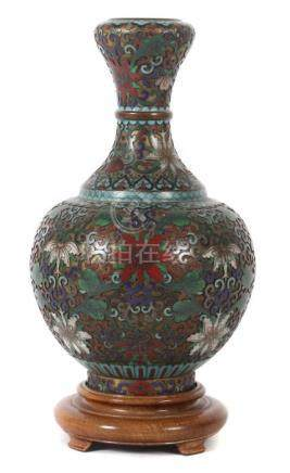 Cloisonné-VaseChina, 19. Jh., Cloisonné/Kupfer, bauchige Vase mit schmalem, nach oben auskragendem