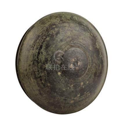 Schüssel aus Bronze. SÜDINDIEN, 19. Jh..Runde Form, leicht gestuft durch umlaufende Rillen. D ca. 42