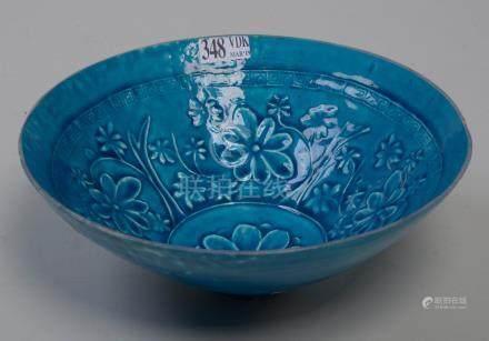 Un bol profond en biscuit de porcelaine de Chine à glaçure monochrome turquoise