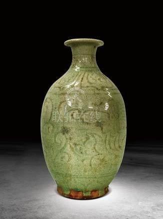 元 白釉印花瓶
