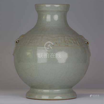 CHINESE PORCELAIN CRACKED GLAZE JAR VASE
