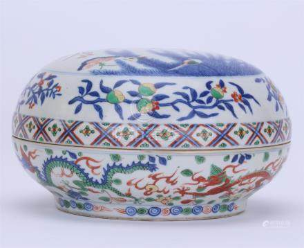 CHINESE PORCELAIN BLUE AND WHITE WUCAI BUTTFLY AND FLOWER BOX