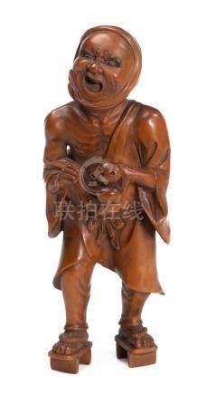 Okimono d'un homme grimaçant en buis sculpté, Japon.