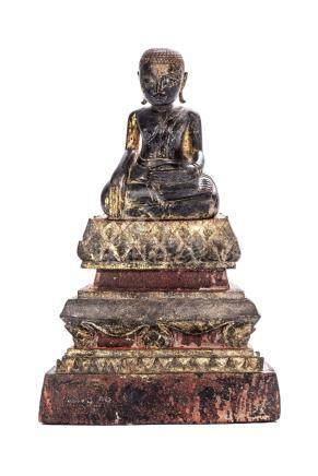 Bouddha en bois laqué. Birmanie, Royaume d'Ava, XIXe.