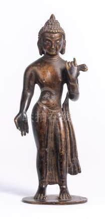 Bouddha historique debout du Népal en bronze plein à patine