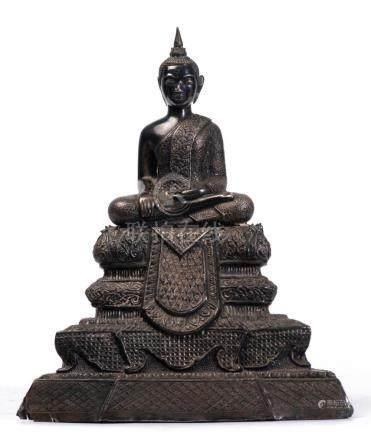 Bouddha Birman Shakyamuni assis en dhyanasana