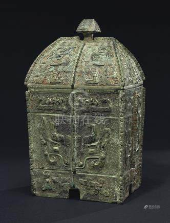 A RARE AND FINELY CAST BRONZE RITUAL WINE VESSEL AND COVER, FANGYI