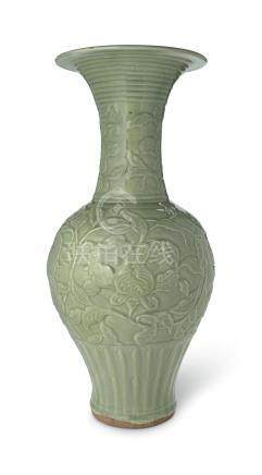 A MAGNIFICIENT AND VERY RARE LARGE LONGQUAN CELADON 'PHOENIX TAIL' VASE