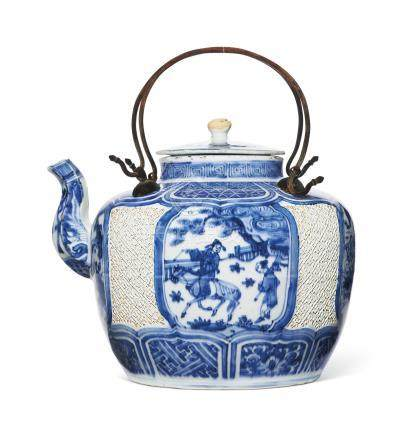 A VERY RARE AND UNUSUAL BLUE AND WHITE WINE POT AND COVER
