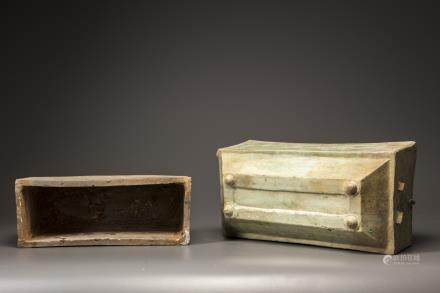 A green-glazed pottery food box and cover