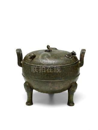 AN ARCHAIC BRONZE RITUAL TRIPOD VESSEL AND COVER, DING Spring and Autumn period
