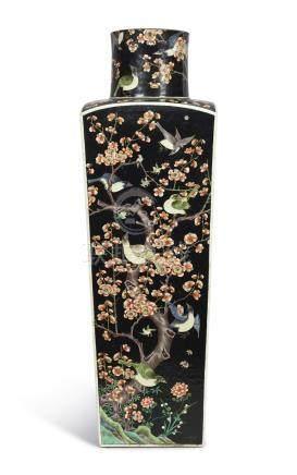清十九世紀   墨地五彩喜上眉梢圖方瓶 《大明成化年製》仿款