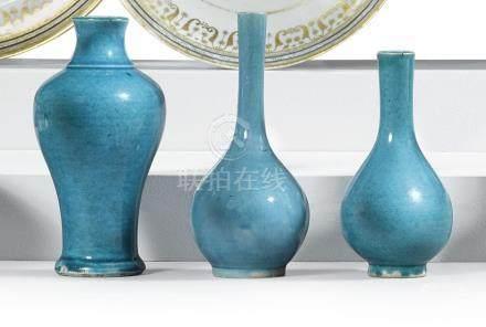 清十八 / 十九世紀   孔雀藍釉瓶三件