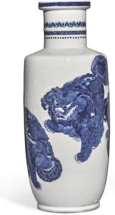 清十九世紀末   青花佛獅戲繡球圖棒槌瓶