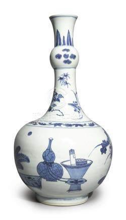清康熙   青花博古圖長頸瓶