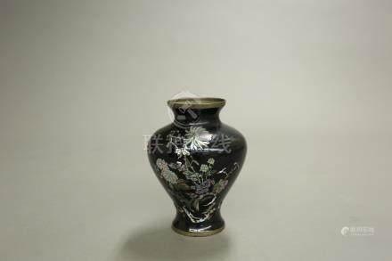 黑漆鏍鈿花卉瓶
