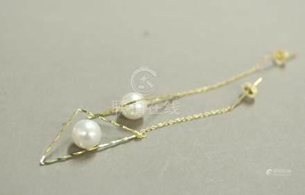 K18 珍珠三角形耳釘一對