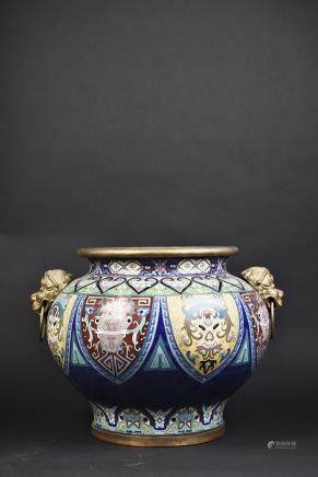 A CHINESE CLOISONNE ENAMELED JAR