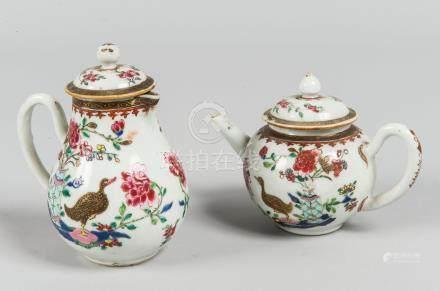 Petite théière et petite cafetière en porcelaine de la famille rose Chine, XVII
