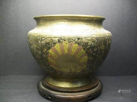 India round copper alms jar. H:13.8 cm. W:19cm.