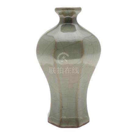 Chinese vase in celadon porcelain stoneware, early 20th Cent