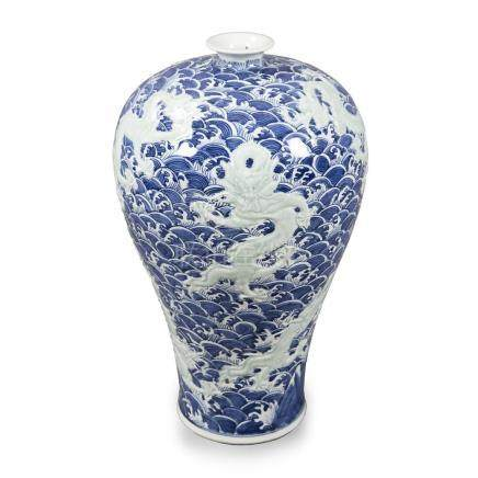 """Chinese """"Meiping"""" vase in porcelain, 20th Century."""