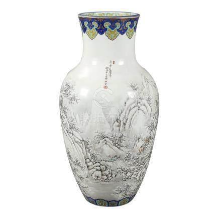 Large Chinese porcelain vase, 20th Century.