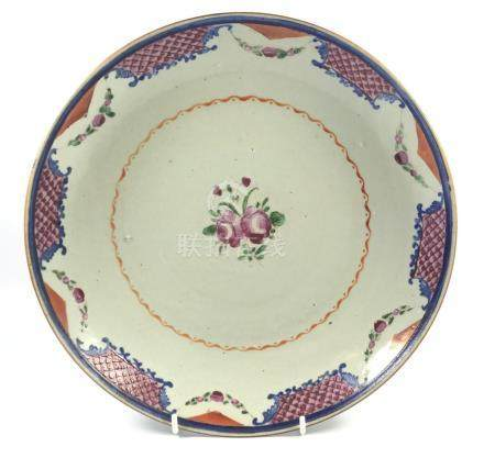 A LARGE 19TH CENTURY CHINESE FAMILLE ROSE EXPORT CHARGER / PLATE, WIDTH 27.5CM