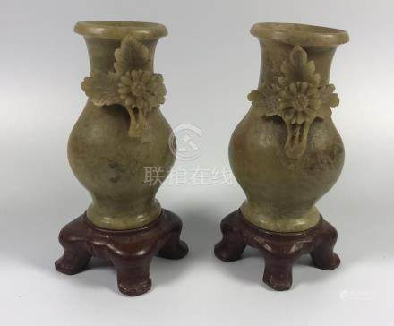 A PAIR OF HEAVY CHINESE CARVED SOAPSTONE VASES ON MARBLE BASES, HEIGHT 10CM