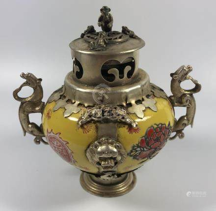 AN UNUSUAL CHINESE FAMILLE JAUNE PORCELAIN LIDDED INCENSE BURNER VASE WITH WHITE METAL MOUNTS AND
