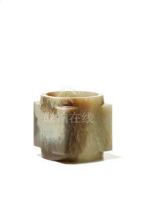 Cong en jade - Chine - h. 7 - 5 cm / A jade cong - China - 7 - 5 cm high -