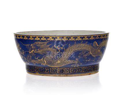 Récipient en porcelaine - Chine - XXe s. - diam. 19 cm / A porcelain recipient - China - 20th