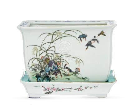 Jardinière rectangulaire en porcelaine - Chine - XXe s. - 22 - 5x15 cm / A porcelain jardiniere -