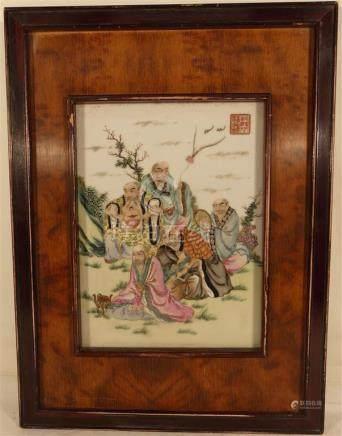 Chine. - Plaque en porcelaine à décor de personnages. - Cachet. - 29 x 21.5 cm [...]