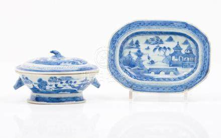 A small Jiaqing oval tureen, cover and octagonal stand
