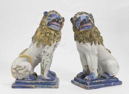 A pair of sitting lions Rouen, 1st half of the 18th century