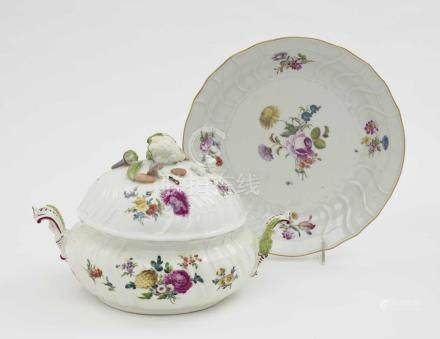 Tureen and presentoir Meissen, circa 1765/1770