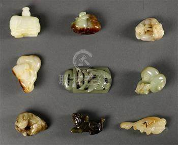 (lot of 8) Chinese small hardstone carvings, including three carvings of zoomorphs; group of water