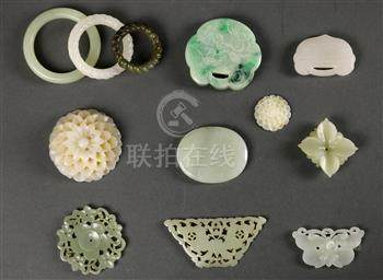(lot of 12) Chinese hardstone plaques and carvings, including three rings (huan); four flowers;