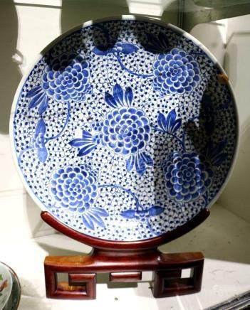 Chinese underglaze blue porcelain charger, featuring tendrils issuing large blossoms on a dense
