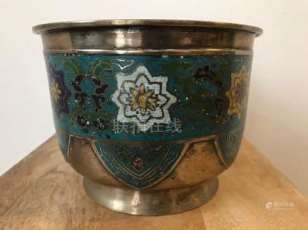 Pot à décor floral en métal cloisonné avec marque. Chine. D : 19 cm