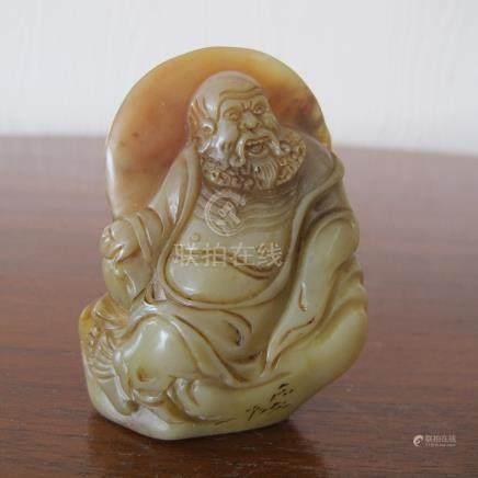 Sceau au personnage divin barbu nimbé. Stéatite. L 6.5cm. Chine.