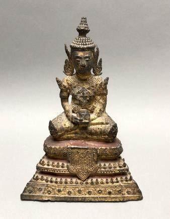 Statuette de Bouddha en bronze laqué et doré représenté assis en samadhi (médit