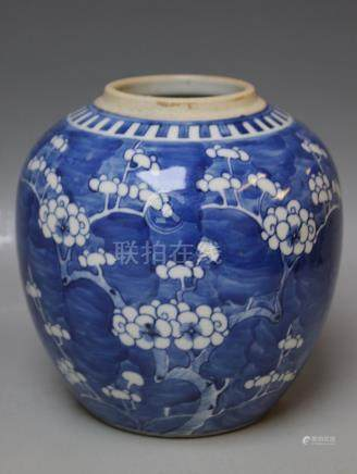 AN ORIENTAL STYLE GINGER JAR, lacking cover, H 18 cm