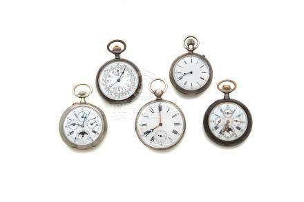 LOT de 5 montres de poche dont 2 montres à quantièmes et 2 chronographes.