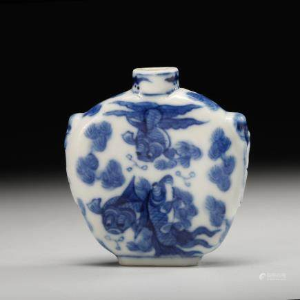 CHINESE BLUE WHITE SNUFF BOTTLE