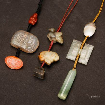CHINESE SET OF JADE PENDANTS