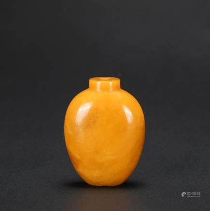 CHINESE HONEY AMBER CARVED SNUFF BOTTLE